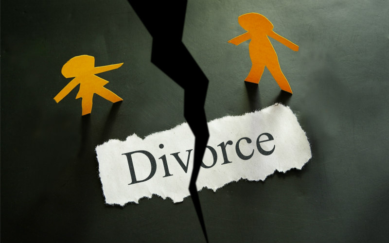 Divorce figures at 40 year low as more couple choose to Cohabit
